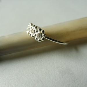 ezüst golyósoros gyűrű , Ékszer, Gyűrű, Többköves gyűrű, Ékszerkészítés, Ötvös, 925-ös finomságú ezüstből készült golyós mintával 3db 2mm-es cirkóniával.\nmérete 57-es, Meska