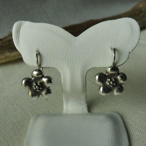 ezüst virágos fülbevaló   , Lógós fülbevaló, Fülbevaló, Ékszer, Ékszerkészítés, Ötvös, 925-ös finomságú ezüstből készült fülbevaló 5 szirmú virág formával, antikolva. teljes hossza 18 mm...., Meska