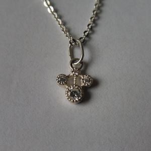 ezüst medál 4 kővel, Ékszer, Medál, Esküvő, Esküvői ékszer, Ékszerkészítés, Ötvös, 925-ös finomságú ezüstből készült medál cirkónia kövekkel. \nteljes hossza 1,3cm, Meska
