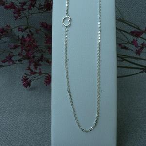 szív lánc, Ékszer, Nyaklánc, Ékszerkészítés, Ötvös, 925-ös finomságú ezüstből készült ez a lánc, egy kis szívvel, amit oldalra tettem nem középre. telje..., Meska
