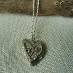 -30%  ezüst préselt szív medál   , Ékszer, Medál, Ékszerkészítés, Ötvös, NAGYTAKARÍTÁS -30%\n4800ft helyett 3360ft\n\n925-ös finomságú ezüstből készült 2cm-es szív medál melybe..., Meska