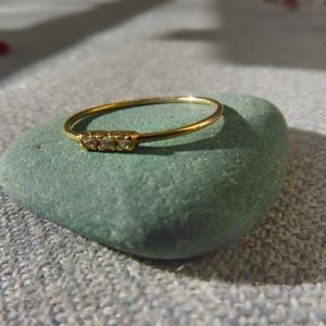 3 köves aranyozott ezüst gyűrű  , Gyűrű, Ékszer, Többköves gyűrű, Ékszerkészítés, Ötvös, 925-ös finomságú sárga aranyozott ezüstből készült gyűrűbe 3db 1,25mm-es cirkóniát foglaltam. a gyűr..., Meska