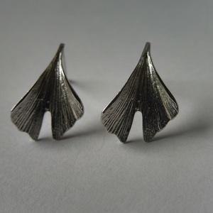 """ezüst bedugós ginkgo fülbevaló \""""nikrol \"""" részére, Ékszer, Fülbevaló, Pötty fülbevaló, Ékszerkészítés, Ötvös, 925-ös finomságú ezüstből készült a ginkgo levelet ábrázoló fülbevaló bedugós változatban, ródiumozo..., Meska"""