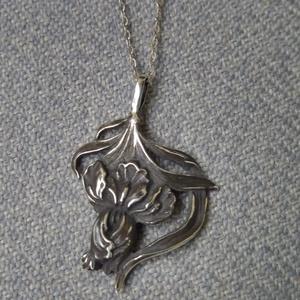 liliomos ezüst medál, Ékszer, Nyaklánc, Medál, Ékszerkészítés, Ötvös, Meska