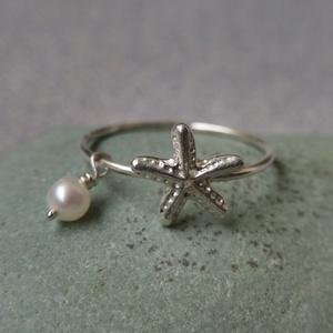 ezüst csillagos gyűrű gyönggyel, Ékszer, Gyűrű, Vékony gyűrű, Ékszerkészítés, Ötvös, 925-ös finomságú ezüstből készült gyűrű, a 0,9 mm vastagságú drótra egy 9mm-es tengeri csillagot for..., Meska