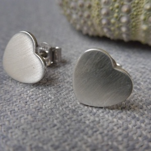 ezüst lapos szív füli, Ékszer, Fülbevaló, Pötty fülbevaló, Ékszerkészítés, Ötvös, Meska