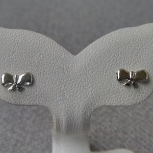 ezüst masni fülbevaló, Ékszer, Fülbevaló, Pötty fülbevaló, Ékszerkészítés, Ötvös, 925-ös finomságú ezüstből készült 4,5x8 mm-es kis masni fülbevaló., Meska