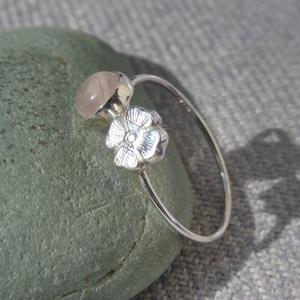 ezüst virág-rózsakvarc gyűrű - ékszer - gyűrű - Meska.hu