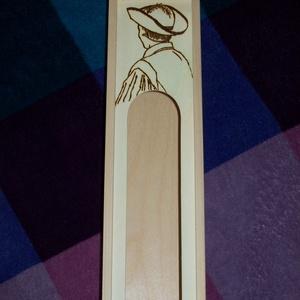 Bor/pálinka-tartó doboz, Otthon & Lakás, Gravírozás, pirográfia, Bor/pálinka-tartó fa ajándékdoboz kézzel égetett mintával.\nMérete: 9,5x8x35cm, Meska