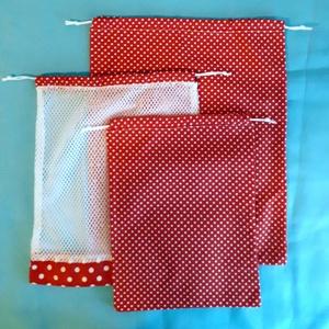 Piros pöttyös  három darab  zsák NOWASTE, NoWaste, Bevásárló zsákok, zacskók , Textilek, Otthon & lakás, Konyhafelszerelés, Varrás, \nEzeket a zsákokat ,gyümölcs,dió,mogyoró, vásárlásához, tárolásához készítettem.\nDe bármi mást is tá..., Meska