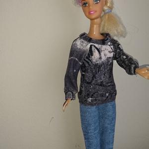 """Barbi babaruha \""""Erika\"""", Gyerek & játék, Játék, Baba játék, Baba, babaház, Varrás, Barbie babaruha, szürke mintás felső, farmer nadrággal. A szabadidő eltöltéséhez ideális viselet. :-..., Meska"""