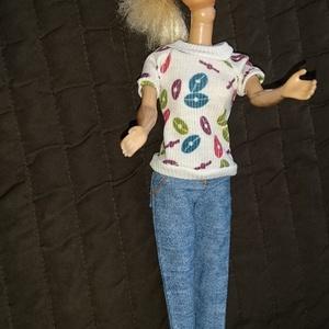 """Barbie babaruha \""""Bogi\"""", Gyerek & játék, Játék, Baba, babaház, Baba játék, Varrás, Barbie babaruha, mintás felső farmer nadrággal. A szabadidő eltöltéséhez ideális viselet. :-) Az ár ..., Meska"""