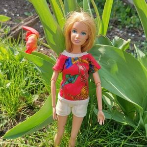 Barbie babaruha-tarka póló zsebes rövidnadrággal, Gyerek & játék, Játék, Baba játék, Varrás, Színes, vidám, tarka tavaszi pólót készítettem 4 zsebes rövidnadrággal, amiben öröm akár a fára mász..., Meska