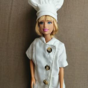 Barbie szakácsruha, Játék & Gyerek, Baba & babaház, Babaruha, babakellék, Varrás, Eladó a képeken látható Barbie szakácsruha a jövendő kis séfeknek. :-)\nA kollekció tartalmaz egy gom..., Meska