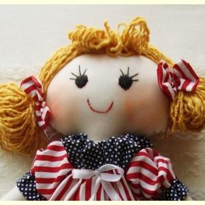 Textil baba, csíkos ruhában, rongybaba,kézműves baba, játékbaba, Baba, Baba & babaház, Játék & Gyerek, Baba-és bábkészítés, Varrás, 37 cm-es baba kislány. A teste és a ruhája is pamutvászonból készült, a bugyogója batiszt. A piros c..., Meska