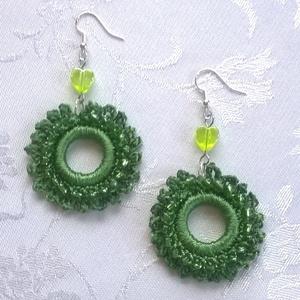 Zöld fülbevaló, Ékszer, Fülbevaló, Horgolás, Ékszerkészítés, Nagyon szép zöld /fűzöld/ kordonet selyem fonalból horgoltam ezt a fülbevalót. Zöld kása gyöngyökkel..., Meska