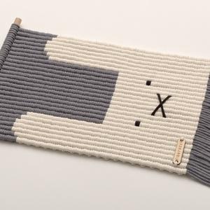 NYUSZI - makramé fali szőnyeg / állatos minimalista, monokróm gyerekszoba dekoráció (PixMarket) - Meska.hu