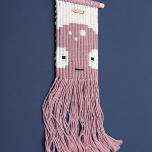 PINKY a medúza - 'Silly Minis' sorozat / mini makramé fali szőnyeg / gyerekszoba dekoráció (PixMarket) - Meska.hu