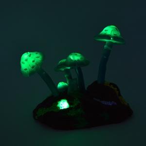 """Erdei gombák LED-es hangulatvilágítás és éjszakai fény, Gyerek & játék, Lakberendezés, Otthon & lakás, Lámpa, Hangulatlámpa, Gyurma, Szobrászat, Hat varázslatos gomba és mohákkal, zuzmókkal gazdagon benőtt \""""fadarab\"""" alkotja ezt a különleges hang..., Meska"""