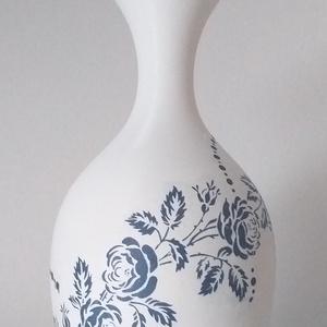Blue Roses Váza (hips02), Esküvő, Esküvői dekoráció, Lakberendezés, Otthon & lakás, Kaspó, virágtartó, váza, korsó, cserép, Decoupage, transzfer és szalvétatechnika, Mindenmás, Az első pillantásra festett porcelánnak tűnő váza kiváló dísze lehet nappalinknak egyszerű de csodál..., Meska
