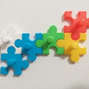 Puzzle Fali Kulcstartó, Otthon & lakás, Lakberendezés, Tárolóeszköz, Dekoráció, Táska, Divat & Szépség, Kulcstartó, táskadísz, Mindenmás, Fotó, grafika, rajz, illusztráció, Összeilleszthető fali kulcstartó. A csomag 6 darab elemből áll.\nVálaszd ki a neked tetsző színeket a..., Meska
