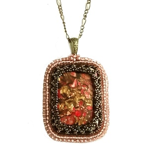 Bronz - rózsaszín gyöngyhímzett ásvány medál (plinda) - Meska.hu