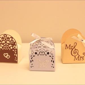 Köszönetajándék dobozok, Esküvő, Meghívó, ültetőkártya, köszönőajándék, Papírművészet, A két formájú lézervágott dobozunk különböző díszítéssel és színben kérhető. , Meska