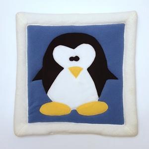 Pingvines fejalátét kék alapon vajszínű kerettel, Kép & Falikép, Dekoráció, Otthon & Lakás, Patchwork, foltvarrás, Varrás, Ezt a párnát piciknek fejalátétnek, ovisoknak, kisiskolásoknak ülőpárnának ajánlom.\nA termék eleje b..., Meska