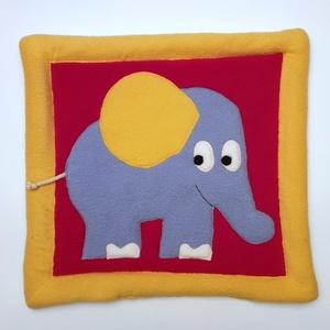 Kék elefántos fejalátét piros alapon sárga kerettel, Kép & Falikép, Dekoráció, Otthon & Lakás, Patchwork, foltvarrás, Varrás, Ezt a párnát piciknek fejalátétnek, ovisoknak, kisiskolásoknak ülőpárnának ajánlom.\nA termék eleje b..., Meska