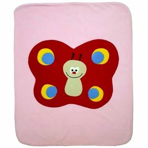 Piros pillangós takaró rózsaszínű alapon, Takaró, Lakástextil, Otthon & Lakás, Patchwork, foltvarrás, Varrás, Ezt a kisméretű takarót babák számára alkottam. Remekül használható kiságyban, gyerekkocsiban is. Bo..., Meska