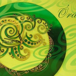 Falióra - festett üveg  nagyméretű zöld falióra, Művészet, Más művészeti ág, Üvegművészet, Festészet, Saját tervezésű mintavilág alapján, egyedi, kézzel festett üveg falióra. Készült már ballagási ajánd..., Meska