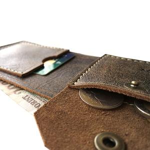 Bőr pénztárca kártyatartóval aprótartóval - Sötétbarna rusztikus marhabőr - Férfi tárca - Marsabit - Polokov Leather, Táska, Divat & Szépség, Táska, Pénztárca, tok, tárca, Pénztárca, Varrás, Bőrművesség, * Anyaga: rusztikus barna marhabőr és antikolt sárgaréz szerelék\n\n* 1 papírpénztartó rekesz\n\n* 1 apr..., Meska