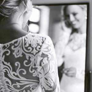 Kíra, Menyasszonyi ruha, Ruha, Esküvő, Varrás, Hosszú ujjú, enyhén sellő szabású, hátul gombos menyasszonyi ruha, elején szív alakú dekoltázssal a ..., Meska