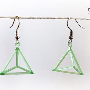Tetraéder 3D fülbevaló, Ékszer, Fülbevaló, Lógós fülbevaló, Mindenmás, Ékszerkészítés, Színtiszta geometria 3D fotopolimerből. A tetraéder egy négy háromszöglappal határolt poliéder. Az e..., Meska