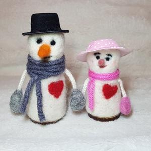 Tűnemezelt hóember szerelmespár, Ember, Plüssállat & Játékfigura, Játék & Gyerek, Nemezelés, Hóember szerelem!!!\nKét szerelmes pár mindig együtt jár...\nTűnemezelt technikával készültek gyapjúbó..., Meska