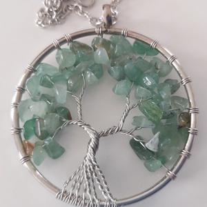 Életfa medál zöld kristályokból és drótból, Ékszer, Egyéb, Férfiaknak, Gyöngyfűzés, gyöngyhímzés, Szív csakra harmonizáló zöld aventurin kristályokból és drótből készült életfa medál.\nMedál ármérője..., Meska