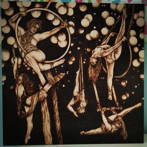 Cirkusz , Otthon & Lakás, Dekoráció, Dísztárgy, Gravírozás, pirográfia, 45*45 cm-es pirográf technikával készült nyírfa lapra égetett kép. , Meska