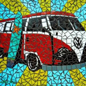 REKREDENC - VW T1 falikép, Hangszer & Hangszertok, Művészet, Üvegművészet, Mozaik, Mozaik technikával készült falikép, mely egy VW T1 kisbuszt ábrázol. \n55x45 cm\n\n\nA termék jelenleg n..., Meska