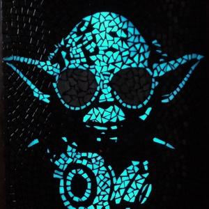 """REKREDENC - \""""DJ Yoda\"""" - fluoreszkáló mozaik kép, Dekoráció, Otthon & lakás, Kép, Lakberendezés, Falikép, Üvegművészet, Mozaik, Üveglapra, fluoreszkáló üvegmozaikból készített falikép. A minta- miután megszívta magát fénnyel -, ..., Meska"""