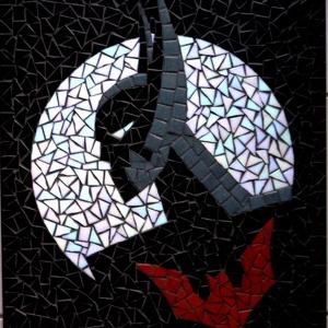 REKREDENC - Batman mozaik kép art deco stílusban, Kép & Falikép, Dekoráció, Otthon & Lakás, Üvegművészet, Mozaik, \nÜvegmozaik falikép 55x44 cm. Rendelhető.\nRészletekről érdeklődj üzenetben. \n\n\n\nNAGYON SZÉPEN KÉRLEK..., Meska