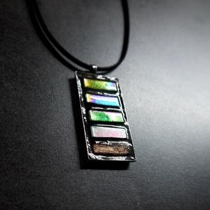 Mozaik medál - irizáló zöld csíkos INGYEN POSTA!, Medálos nyaklánc, Nyaklánc, Ékszer, Ékszerkészítés, Mozaik, Kézzel készült mozaik medál, irizáló zöld, fehér és rézszínű mozaikkal, fekete velúr zsinórral. \n\nHa..., Meska