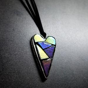 Mozaik medál - lila szív  INGYEN POSTA!, Ékszer, Medál, Nyaklánc, Ékszerkészítés, Mozaik, Kézzel készült, szív alakú mozaik medál, világos és sötét lila, gyöngyházas mozaikokkal, melyek a fé..., Meska