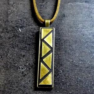 Mozaik medál - réz téglalap  INGYEN POSTA!, Ékszer, Medál, Nyaklánc, Ékszerkészítés, Mozaik, Kézzel készült minimalista stílusú mozaik medál, sárga réz mozaikokkal, réz színű medáltartóban. f\n\n..., Meska