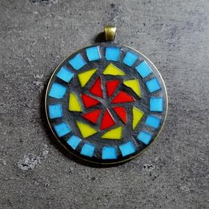 Mozaik medál - kék-sárga-piros nagy kör   INGYEN POSTA!, Ékszer, Medál, Nyaklánc, Ékszerkészítés, Mozaik, Kézzel készült mozaik medál BOHO stílusban, fekete vagy piros velúr zsinórral. \n\nHa más színösszeáll..., Meska