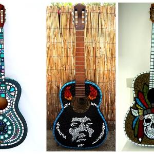 Mozaikkal díszített gitár dekorációnak , Falra akasztható dekor, Dekoráció, Otthon & Lakás, Mozaik, Mozaikozott gitár dekorációnak. \n\nA képeken látható darabok már megtalálták gazdájukat, de megrendel..., Meska