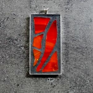 Mozaik medál  - élénk piros  INGYEN POSTA!, Ékszer, Medál, Otthon & lakás, Dekoráció, Mozaik, Ékszerkészítés, Kézzel készült mozaik medál élénk piros üvegmozaikkal, fekete velúr zsinórral vagy golyós lánccal. \n..., Meska