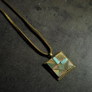 Patinázott réz- és üvegmozaik nyaklánc (n40)   - INGYEN POSTA, Ékszer, Nyaklánc, Medálos nyaklánc, Ékszerkészítés, Mozaik, Patinázott rézmozaikból és üvegmozaikból kézzel készült nyaklánc (2,5x2,5 cm)\n\nKérhető fekete vagy b..., Meska
