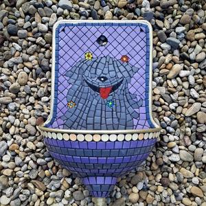 REKREDENC - Mozaik dizájn, felújított régi falikút, kút, puli mintával, Otthon & Lakás, Ház & Kert, Kerti bútor, Mozaik, Mozaikkal díszített, egyedi falikút puli mintával. \n\nRégi lemez falikutat hasznosítunk újra, mozaik ..., Meska