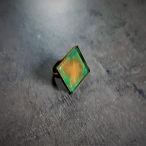 """Festettüveg gyűrű \""""Zöld-narancs\"""" (2,5x2,5 cm) - INGYEN POSTA, Ékszer, Gyűrű, Üveglencsés gyűrű, Ékszerkészítés, Festett tárgyak, Kézzel készült, festett üveg gyűrű  (2,5x2,5 cm)\n\nMás színösszeállításban is kérhető. \n\nTermékeim kö..., Meska"""