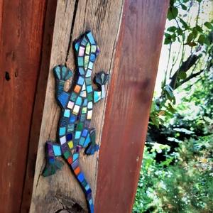 REKREDENC - Mozaikkal dekorált deszka falikép / Gyík, Otthon & Lakás, Dekoráció, Falra akasztható dekor, Mozaik, Meska